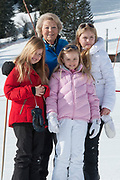 Fotosessie met de koninklijke familie in Lech /// Photoshoot with the Dutch royal family in Lech .<br /> <br /> Op de foto/ On the photo: Prinses Beatrix met  Prinses Amalia, Prinses Alexia en Prinses Ariane /////Princess Beatrix with  Princess Amalia, Princess Alexia and Princess Ariane