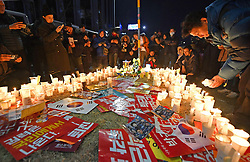 Proteste gegen Park Geun-hye in Seoul / 101216<br /> <br /> ***People light candles during a rally in Seoul on Dec. 10, 2016, seeking the immediate resignation of scandal-plagued President Park Geun Hye, a day after parliament voted to impeach her over an influence-peddling scandal.***