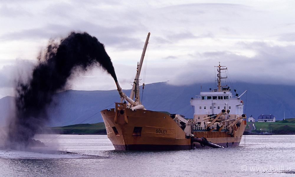 The ship Soley at Videyjarsund, Iceland - Sanddæluskipið Sóley í Sundahöfn