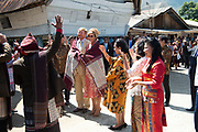 Staatsbezoek van Koning Willem Alexander en  Koningin Maxima aan Indonesie Dag 3 - Tobameer, Bezoek aan Batak dorp Siambat Dalam bij het Tobameer ///  State visit of King Willem Alexander and Queen Maxima to Indonesia Day 3 - Lake Toba, Visit to Batak village of Siambat Dalam at Lake Toba