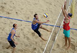 16-07-2014 NED: FIVB Grand Slam Beach Volleybal, Apeldoorn<br /> Poule fase groep A mannen - Reinder Nummerdor and Steven van de Velde NED, Philip Dalhausser USA