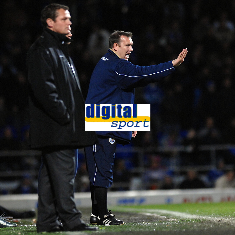 Photo: Ashley Pickering/Sportsbeat Images.<br /> Ipswich Town v Barnsley. Coca Cola Championship. 01/12/2007.<br /> Barnsley manager Simon Davey (R) watches his side end Ipswich's winning run