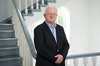 17 JUN 2015, BERLIN/GERMANY:<br /> Rudolf Seiters, Praesident Deutsches Rotes Kreuz, DRK, Bundesinnenminister a.D., in einem Treppenhaus, DRK Generalsekretariat<br /> IMAGE: 20150617-02-034
