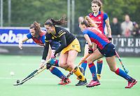 BILTHOVEN  - Hockey -  1e wedstrijd Play Offs dames. SCHC-Den Bosch (0-1). Lidewij Welten (Den Bosch) met links Carmen Wijsman (SCHC)      COPYRIGHT KOEN SUYK
