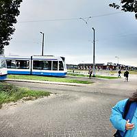 Nederland, Diemen , 18 oktober 2010..Bewoners van de wijk Sniep moeten een heel eind lopen om de tramhalte van lijn 9 te bereiken..Het liefste hadden zij gezien dat lijn 9 door zou lopen tot in woonwijk de Sniep..Op de foto links eindhalte lijn 9 met op de achtergrond de Diemense wijk Sniep..Foto:Jean-Pierre Jans
