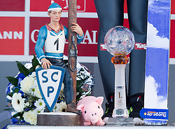 01.01.2014, Olympiaschanze, Garmisch Partenkirchen, GER, FIS Ski Sprung Weltcup, 62. Vierschanzentournee, Bewerb, im Bild Thomas Diethart (AUT), Beine mit den Pokalen und dem von Vater Gernot geschenkten Schwein // Thomas Diethart (AUT) Legs with the cups and the site donated by father Gernot pig during Competition of 62nd Four Hills Tournament of FIS Ski Jumping World Cup at the Olympiaschanze, Garmisch Partenkirchen, Germany on 2014/01/01. EXPA Pictures © 2014, PhotoCredit: EXPA/ JFK