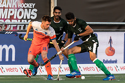 (L-R) Thierry Brinkman of The Netherlands, Ammad Shakeel Butt of Pakistan during the Champions Trophy match between the Netherlands and Pakistan on the fields of BH&BC Breda on June 26, 2018 in Breda, the Netherlands
