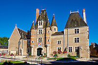 France, Cher (18), Sologne, Aubigny sur Nère, route Jacques Coeur, Château des Stuarts et hôtel de ville // France, Cher (18), Sologne, Aubigny-sur-Nere, the Jacques Coeur road, city of Stuart, Stuarts Castle