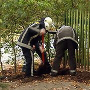 Gebroken gasleiding tuin Paviljoenweg 16 Huizen bij graafwerkzaamheden