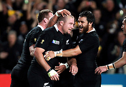 © Andrew Fosker / Seconds Left Images 2011 - New Zealand's Tony Woodcock (L) is congratulated by New Zealand's Piri Weepu (R) after his try -  France v New Zealand - Rugby World Cup 2011 - Final - Eden Park - Auckland - New Zealand - 23/10/2011 -  All rights reserved..