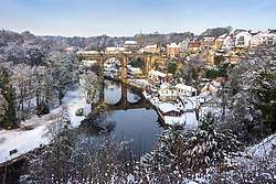© Licensed to London News Pictures. 15/01/2021. Knaresborough UK. The picturesque market & spa town of Knaresborough in North Yorkshire is transformed into a winter wonderland this morning after yesterdays heavy snow fall across the North of England. Photo credit: Andrew McCaren/LNP