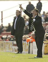 Photo: Aidan Ellis.<br /> Barnsley v Derby County. Coca Cola Championship. 31/03/2007.<br /> derby manager Billy Davis gives  instructions out