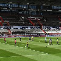 nph00001  Transparent ''Fussball lebt durch seine Fans'', leere Raenge im Millerntor-Stadion, Haupttribuene<br /> Hamburg, 17.05.2020, Fussball 2. Bundesliga, FC St. Pauli - 1. FC Nuernberg <br /> <br /> Foto: Tim Groothuis/Witters/Pool//via Kokenge/nordphoto