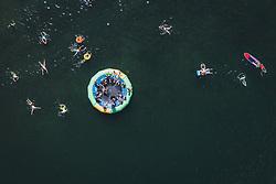 THEMENBILD - Menschen kühlen sich bei einer künstlichen Insel im Zeller See ab, aufgenommen am 28. Juli 2020 in Zell am See, Österreich // People cool down on an artificial island in the Zeller See, Zell am See, Austria on 2020/07/28. EXPA Pictures © 2020, PhotoCredit: EXPA/ JFK