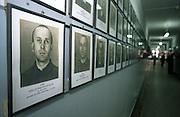 Portraits von Häftlingen im ehemaligen Konzentrationslager Auschwitz (KL Auschwitz 1). Heutzutage ist auf diesem Gelände das Staatliche Museum Oswiecim mit Belegen für den Holocaust und die Verbrechen der Nazis.