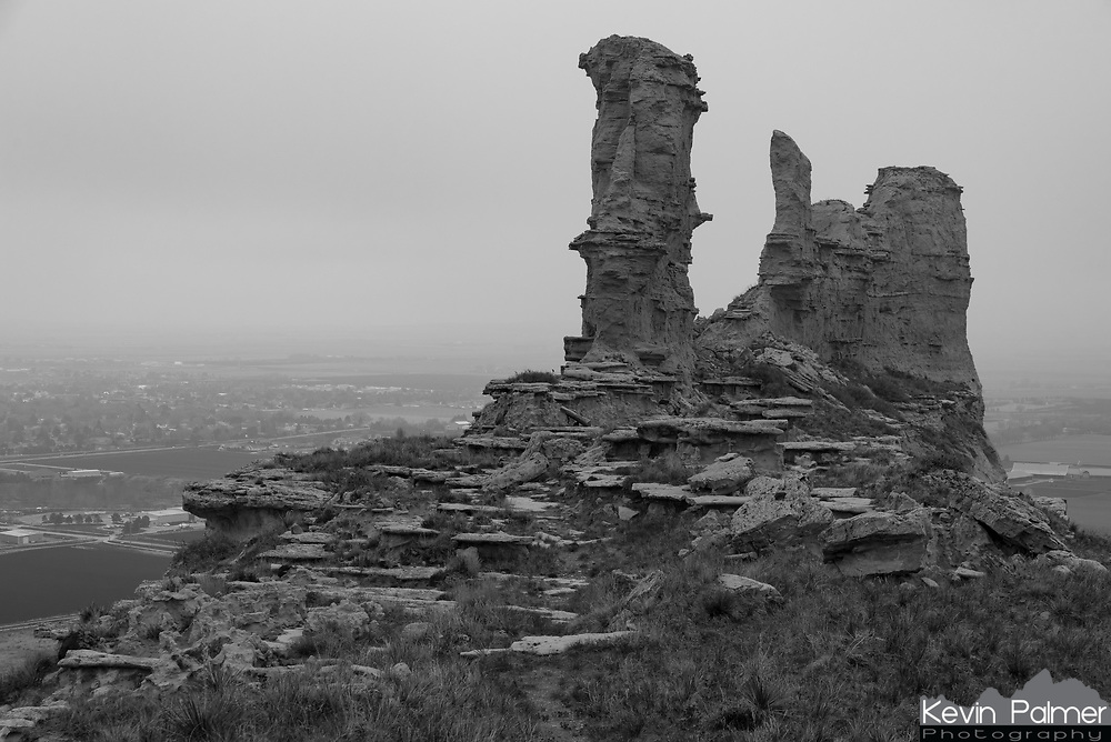 These pillars stand at the east end of Scottsbluff along the Summit Trail. But the area around the pillars is closed since the sandstone is brittle and there is a risk of falling.