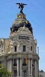 THEMENBILD - Madrid ist seit Jahrhunderten der geographische, politische und kulturelle Mittelpunkt Spaniens (siehe Kastilien) und der Sitz der spanischen Regierung. Hier residieren auch der König, ein katholischer Erzbischof sowie wichtige Verwaltungs- und Militärbehörden. Als Handels- und Finanzzentrum hat die Stadt nationale und internationale Bedeutung. Hier im Bild Wahrzeichen Metropolis-Haus oder Edificio Metropolis an der Prachtstrasse Calle Gran Via // THEMATIC PACKAGES - Madrid is the capital and largest city of Spain. The population of the city is roughly 3.3 million and the entire population of the Madrid metropolitan area is calculated to be around 6.5 million. It is the third-largest city in the European Union, after London and Berlin, and its metropolitan area is the third-largest in the European Union after London and Paris. The city spans a total of 604.3 km2. EXPA Pictures © 2014, PhotoCredit: EXPA/ Eibner-Pressefoto/ Weber<br /> <br /> *****ATTENTION - OUT of GER*****