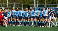 AMSTELVEEN - Hockey hoofdklasse dames Hurley-Pinoke (0-0). Pinoke degradeert. shake hands. COPYRIGHT KOEN SUYK