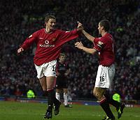 Fotball. Engelsk Premier League 2001/2002.<br /> Manchester United v Southampton 22.12.2001.<br /> Ole Gunnar Solskjær og Roy Keane. Solskjær scoret tre mål.<br /> Foto: Robert Parker, Digitalsport.