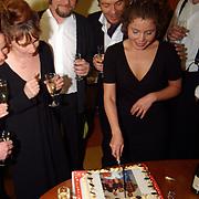 Premiere Aspeects of Love, aansnijden taart