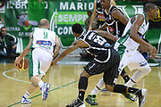 DESCRIZIONE : Avellino Lega A 2013-14 Sidigas Avellino-Pasta Reggia Caserta<br /> GIOCATORE : Roberts Chris<br /> CATEGORIA : controcampo blocco<br /> SQUADRA : Pasta Reggia Caserta<br /> EVENTO : Campionato Lega A 2013-2014<br /> GARA : Sidigas Avellino-Pasta Reggia Caserta<br /> DATA : 16/11/2013<br /> SPORT : Pallacanestro <br /> AUTORE : Agenzia Ciamillo-Castoria/GiulioCiamillo<br /> Galleria : Lega Basket A 2013-2014  <br /> Fotonotizia : Avellino Lega A 2013-14 Sidigas Avellino-Pasta Reggia Caserta<br /> Predefinita :