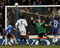 Fotball<br /> FA-cup 2005<br /> Oldham Athletic v Bolton Wanderers<br /> 30. januar 2005<br /> Foto: Digitalsport<br /> NORWAY ONLY<br /> Oldham's Alex Bruce squanders arguably their best chance of the match, firing over from close distance