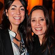 NLD/Amsterdam/20110129 - Presentatie Samsung Galaxy Ace, Monique Klemann en zus Suzanne Klemann