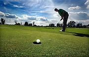 Nederland, Elst, 10-8-2005..Pitch and Putt demonstratie. Golf, golfen, golfsport, golfbaan, recreatie, ontspanning, pensioen, ouderen, oude dag...Foto: Flip Franssen/Hollandse Hoogte