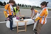 Sebastiaan Bowier geeft aan dat alles goed is voor de start. Het Human Power Team Delft en Amsterdam (HPT) traint op de RDW baan in Lelystad met de VeloX2 voor de recordpoging in september. Het HPT hoopt dan in Amerika meer dan 133 km/h te rijden over 200 meter.<br /> <br /> Sebastiaan Bowier signals that everything is ok for the start. Human Powered Team Delft and Amsterdam (HPT) is training at the RDW test track in Lelystad with the VeloX2 for the record attempt in september.
