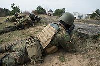 """03 APR 2012, LEHNIN/GERMANY:<br /> Kampfschwimmer der Bundeswehr trainieren """"an Land"""" infanteristische Kampf, hier Haeuserkampf- und Geiselbefreiungsszenarien auf einem Truppenuebungsplatz<br /> IMAGE: 20120403-01-054<br /> KEYWORDS: Marine, Bundesmarine, Soldat, Soldaten, Armee, Streitkraefte, Spezialkraefte, Spezialkräfte, Kommandoeinsatz, Übung, Uebung, Training, Spezialisierten Einsatzkraeften Marine, Waffentaucher"""