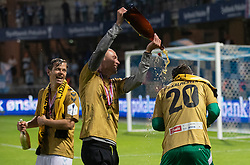 SønderjyskE-spillere jubler efter finalen i Sydbank Pokalen mellem AaB og SønderjyskE den 1. juli 2020 i Blue Water Arena, Esbjerg (Foto Claus Birch).
