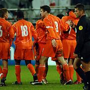 NLD/Heerenveen/20051116 - Voetbal, Jong Oranje - Jong Slovenië, Klaas Jan Huntelaar word gefeliciteerd