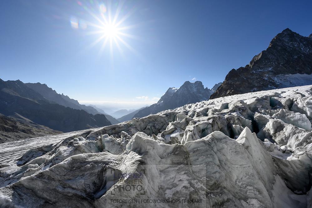 Blick auf den Glacier Blanc und den Mont Pelvoux; Nationalpark Ecrins, Département Hautes-Alpes, Frankreich<br /> <br /> View of the Glacier Blanc and the Mont Pelvoux; Ecrins National Park, Hautes-Alpes, France