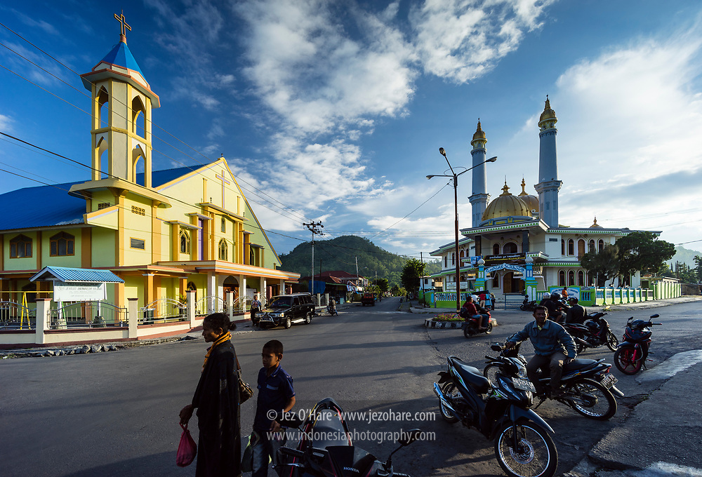 Gereja dan Mesjid di Bajawa, Ngada, Flores, Nusa Tenggara Timur, Indonesia.