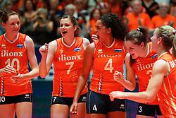 20180529 NED: Volleyball Nations League Netherlands - Poland, Apeldoorn<br />Lonneke Sloetjes (10) of The Netherlands, Juliet Lohuis (7) of The Netherlands, Celeste Plak (4) of The Netherlands, Yvon Belien (3) of The Netherlands <br />©2018-FotoHoogendoorn.nl
