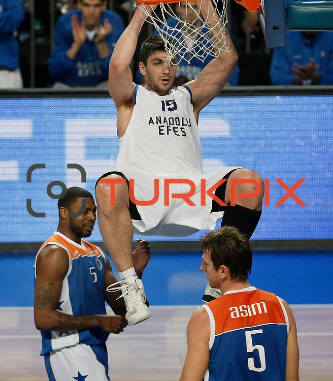 Anadolu Efes's Estaban Batista (C) during their Turkish Basketball League match Anadolu Efes between Mersin BSB at Sinan Erdem Arena in Istanbul, Turkey, Saturday, January 14, 2012. Photo by TURKPIX