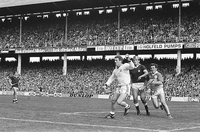 Players challenge for the ball during Galway v Offaly, All Ireland Senior Hurling Championship Final, Croke Park, 1st September 1985.