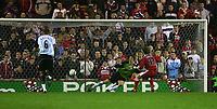 Fotball<br /> England 2004/2005<br /> Foto: SBI/Digitalsport<br /> NORWAY ONLY<br /> <br /> Middlesbrough v Fulham, Barclays Premiership, Riverside Stadium, Middlesbrough 19/04/2005.<br /> Middlesbrough's Bolo Zenden (R) beats Fulham's Edwin Van der Sar (L) from the penalty spot.