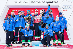 03.12.2016, Val d Isere, FRA, FIS Weltcup Ski Alpin, Val d Isere, Abfahrt, Herren, Siegerpräsentation, im Bild Peter Fill (ITA, 2. Platz) mit Team // second placed Peter Fill of Italy with his Team during the winner presentation for the men's downhill of the Val d Isere FIS Ski Alpine World Cup.. Val d'Isere, France on 2016/12/03. EXPA Pictures © 2016, PhotoCredit: EXPA/ Johann Groder