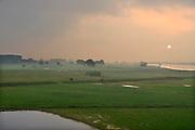 Nederland, Heteren, 20-6-2013Landschap langs de Waal bij ondergaande zon en een beginnende onweerslucht.Foto: Flip Franssen/Hollandse Hoogte