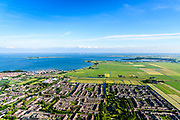 Nederland, Noord-Holland, Gemeente Edam-Volendam, 13-06-2017; voormalig vissersdorp Volendam. Foto richting Katwoude met Hoogedijk. <br /> De dijk staat op de nominatie om verstrekt te worden, bewoners en actievoerders vrezen aantasting van de monumentale dijk en verlies culturele waarden.<br /> Former fishing village of Volendam.<br /> The dike is nominated to be reinforced, residents and activists fear losing the monumental quality of the dike and losing other cultural values.<br /> <br /> luchtfoto (toeslag op standaard tarieven);<br /> aerial photo (additional fee required);<br /> copyright foto/photo Siebe Swart