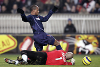 Fotball<br /> Frankrike 2004/05<br /> Paris Saint Germain v Toulouse<br /> 15. januar 2005<br /> Foto: Digitalsport<br /> NORWAY ONLY<br /> FABRICE PANCRATE (PSG) / CHRISTOPHE  REVAULT (TOU)