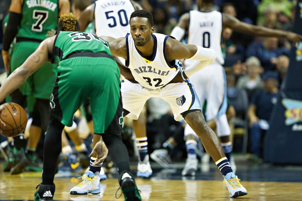 MEMPHIS, TN - JANUARY 10:  Jeff Green #32 of the Memphis Grizzlies defends Marcus Smart #36 of the Boston Celtics at the FedExForum on January 10, 2016 in Memphis, Tennessee.  The Grizzlies defeated the Celtics 101-98.  NOTE TO USER: User expressly acknowledges and agrees that, by downloading and or using this photograph, User is consenting to the terms and conditions of the Getty Images License Agreement.  (Photo by Wesley Hitt/Getty Images) *** Local Caption *** Jeff Green; Marcus Smart