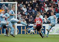 Photo: Kevin Poolman.<br />Coventry City v Sheffield United. Coca Cola Championship. 11/03/2006. <br />Derek Geary has a long range shot for Sheffield Utd.
