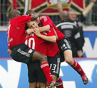 Fotball. Bundesliga. 28.09.2002.<br />Bayer Leverkusen v Bayern München 2-1.<br />Leverkusen jubler etter scoring. Fra venstre: Ojigwe, Bastürk, målscorer Daniel Bierofka og Balitsch.  <br />Foto: Uwe Speck, Digitalsport