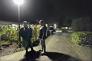 Nederland, Glanerbrug, 16-3-2017De lokale burgerwacht die drugsoverlast wil tegengaan. Zij lopen in de avond door het gebied rond het station om drugtoeristen te volgen en eventueel aan te geven aan de politie.Foto: Flip Franssen