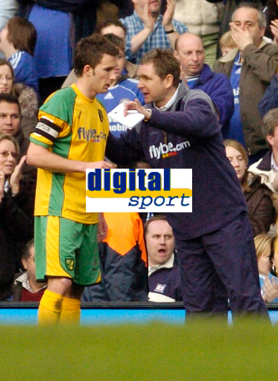 Photo: Leigh Quinnell.<br /> Chelsea v Norwich City. The FA Cup. 17/02/2007.<br /> Norwich boss Peter Grant makes plans with captain Adam Drury.