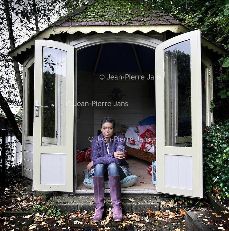 Nederland, Hilversum , 12 oktober 2012..Ex agent Marlise van Aerde was 5 jaar geleden betrokken bij de rellen in Slotervaart en raakte gewond..Foto:Jean-Pierre Jans