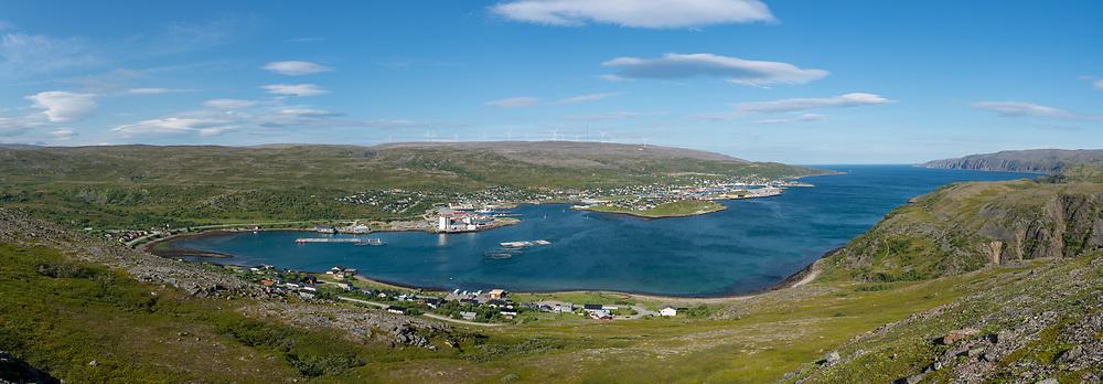 Svært detaljert Båtsfjord panorama. Båtsfjord kommune (nordsamisk: Báhcavuona gielda) er en kommune i Finnmark fylke. Kommunen ligger på nordsida av Varangerhalvøya, og kaller seg fiskerihovedstaden.