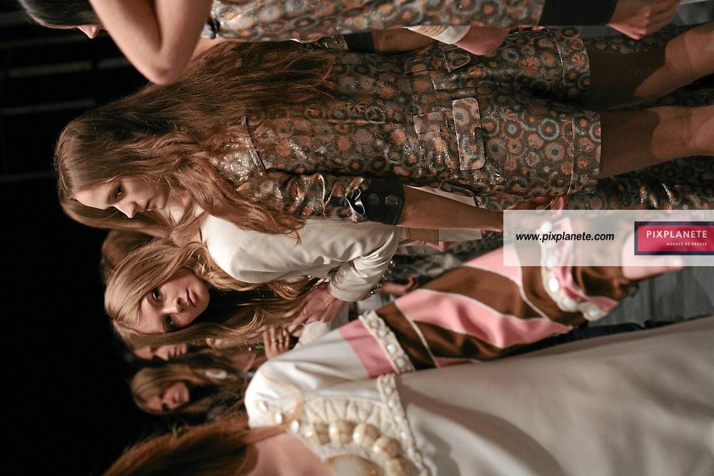 - Paris Fashion Week - Spring Summer - Backstage Barbara Bui - 4/09/2007 - JSB / PixPlanete